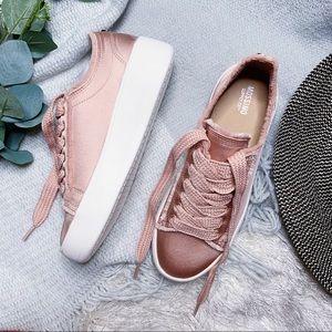 NIB Mossimo Platform Sneaker